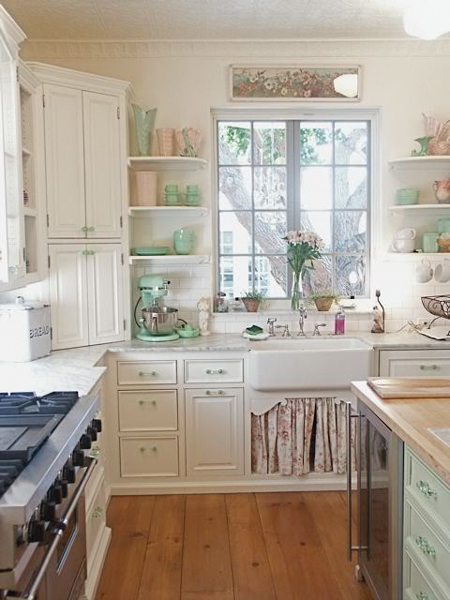 65 ideas of using open kitchen wall shelves shelterness for Beach house kitchen plans