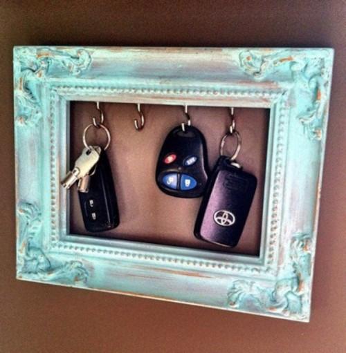 vintage frame key holder (via shelterness)