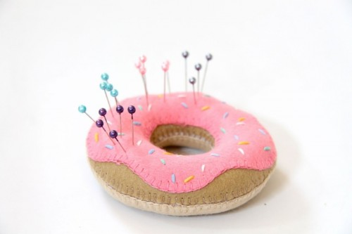 14 Original DIY Pincushions For Sewing Addicts