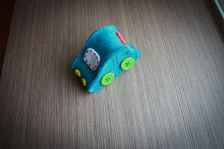 travelling pincushion (via bee-inspired)