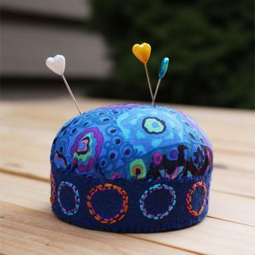 lovely pincushion (via museofthemorning)