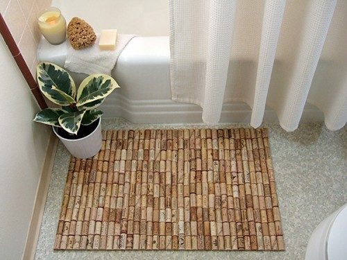 wine cork bath mat (via shelterness)