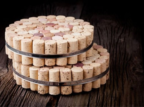 wine cork and metal trivet (via shelterness)
