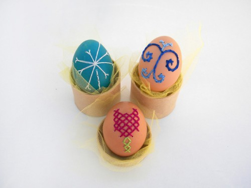 embroidery Easter eggs (via crafts)