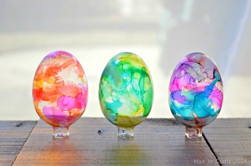 stained glass Easter eggs (via madincrafts)