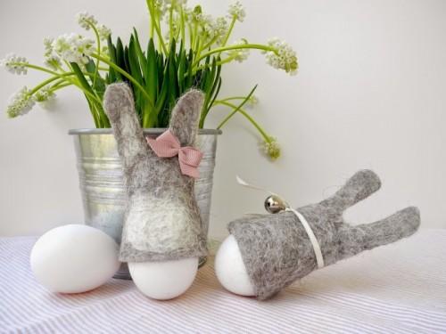 felt bunny egg cozies (via melimelooo)