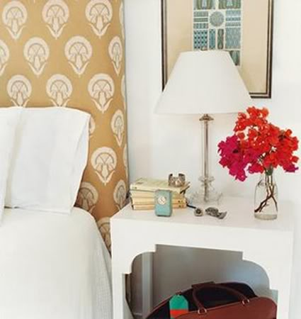 Lack table to a bedside one
