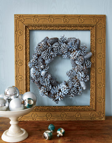 Pine Cones Holiday Wreath