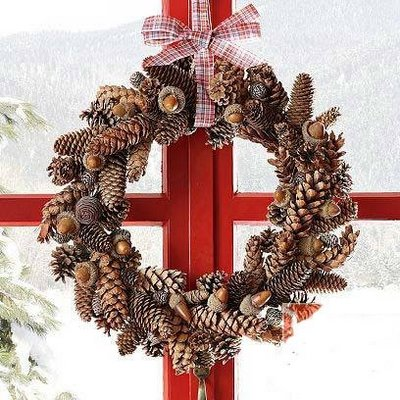 10 Cozy Pinecone Wreaths To Decorate Your Home