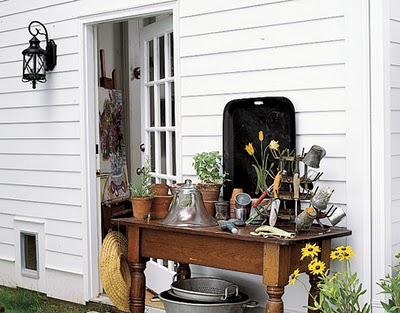 Compact yet well equipped potting bench, via Shelterness