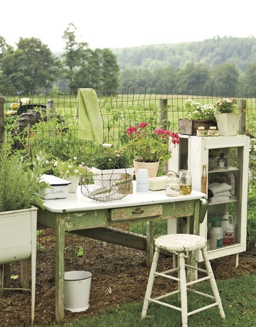 Potting Station At Gardens Edge