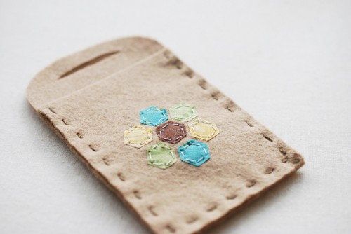 hexy fabric card holder (via wildolive)