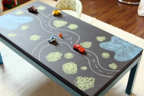 play chalkboard table (via thediyadventures)