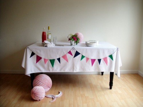 bunting tablecloth (via thesweetestoccasion)
