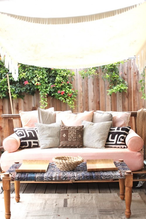 pallet day bed (via prudentbaby)