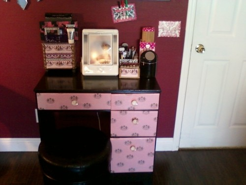 Cool juicy makeup vanity via cutoutandkeep
