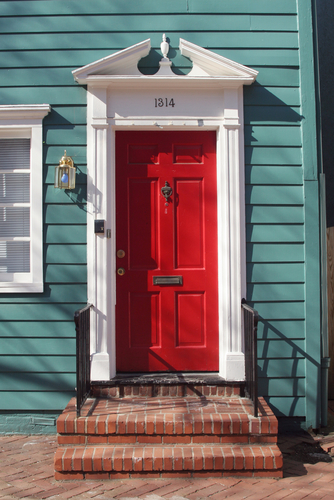 15 Red Front Door Designs That Inspire Shelterness