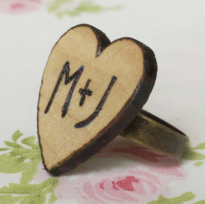 DIY woodburned heart ring (via maizehutton)