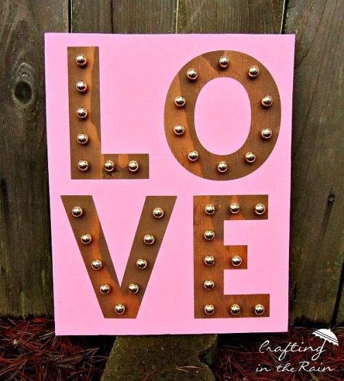 marquee love sign (via craftingintherain)