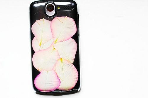 Romantic Diy Phone Cover With Rose Petals
