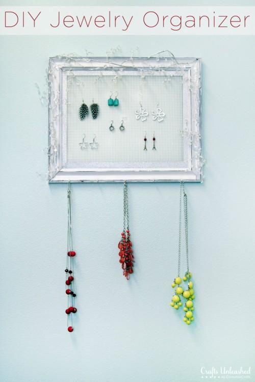 plastic frame jewelry holder (via craftsunleashed)