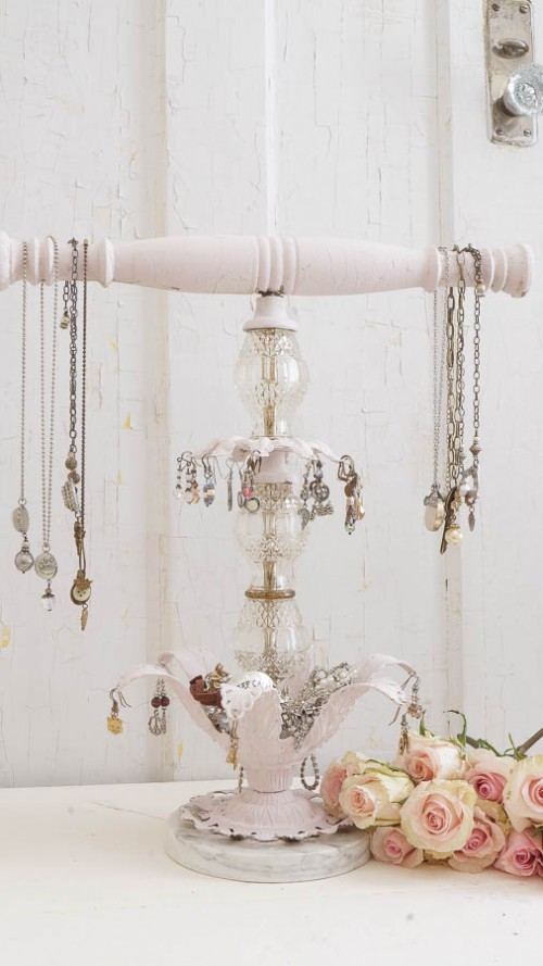 glass and wood jewelry holder (via whitelacecottage)