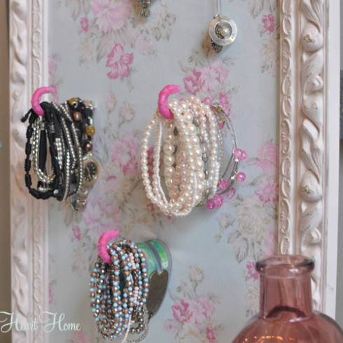 floral jewelry holder (via allthingsheartandhome)