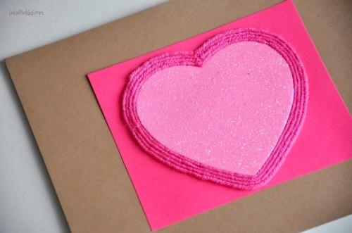 easy yarn heart piece (via lulupickles)