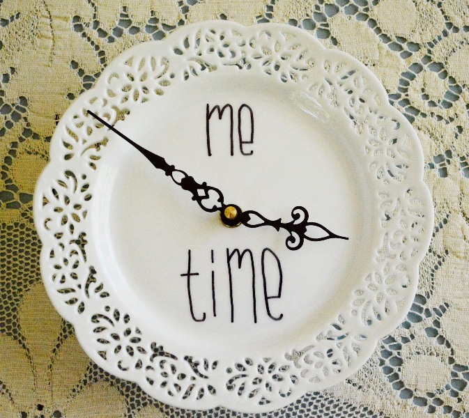 Romantic Diy Wall Clock Of A Doily Plate