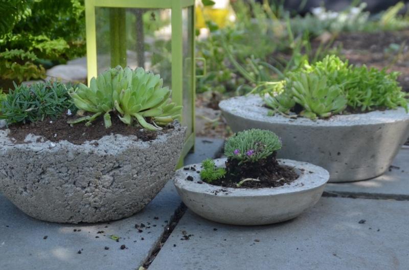 Rustic chic diy concrete planters Concrete planters