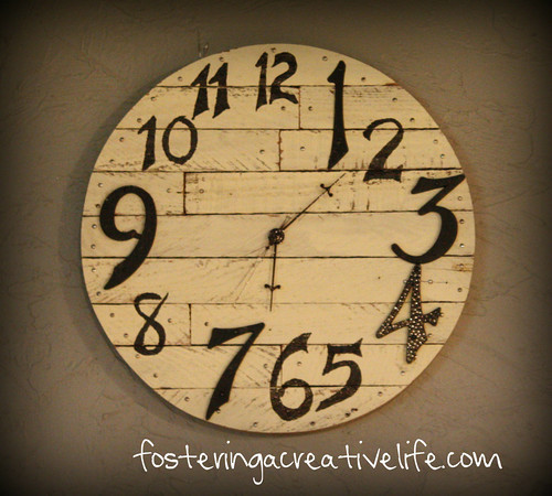 rustic wall clock (via shelterness)