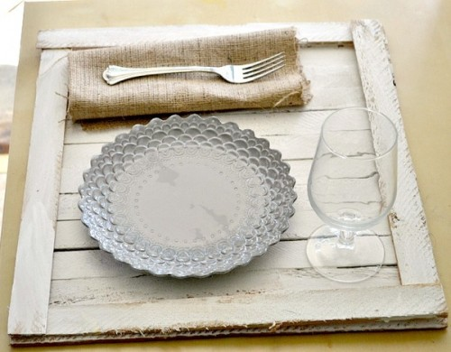rustic tabletop tray (via sheknows)
