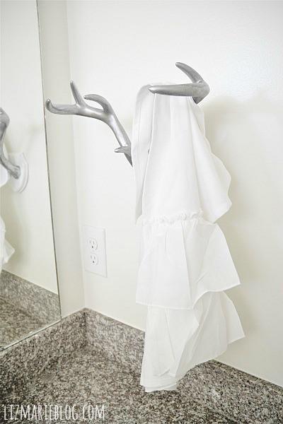 antler towel holder (via lizmarieblog)