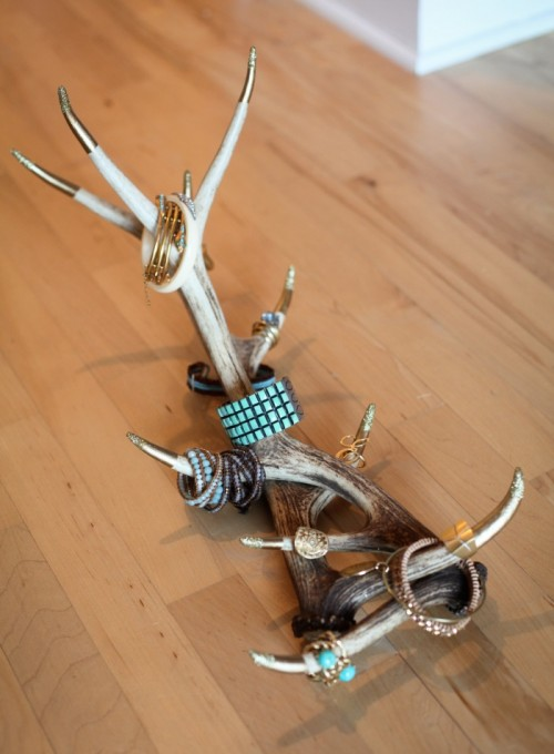 antlers jewelry display (via shelterness)