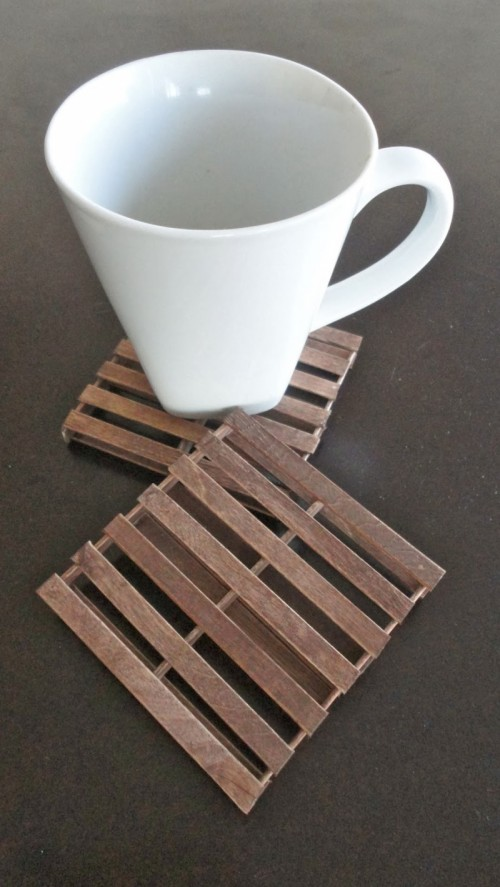 Rustic diy mini pallet coasters shelterness for Diy rustic coasters
