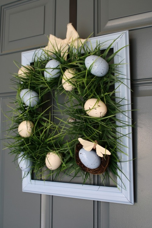 Easter grass and eggs wreath (via shelterness)