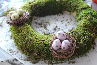 moss wreath with nests (via worthpinning)