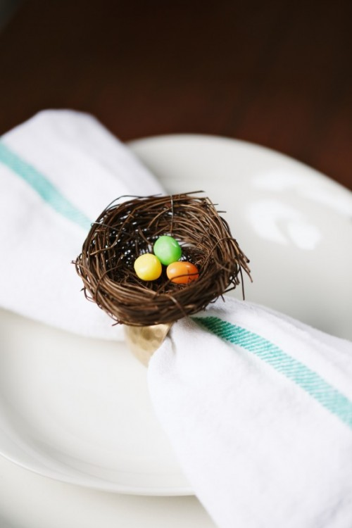 bird nest napkin rings (via shelterness)