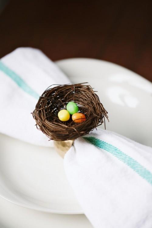 bird nest napkin rings (via shelterness)