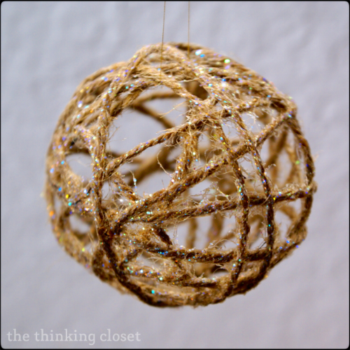 glitter twine ball ornament (via thinkingcloset)