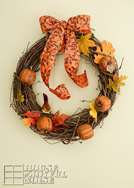 cute simple fall wreath (via houseofjoyfulnoise)