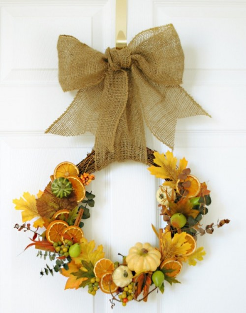 fall gifts door wreath (via shelterness)