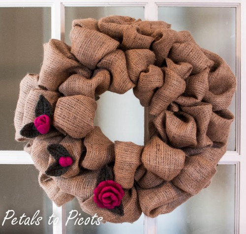 rosebud and leaf embellished wreath (via petalstopicots)