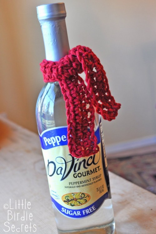 Christmas Scarf Bottle Wrap Pattern (via littlebirdiesecrets)