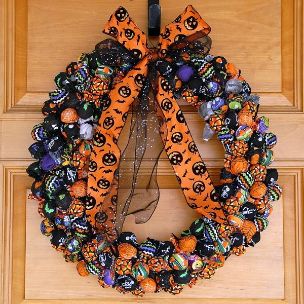 Halloween treat wreath
