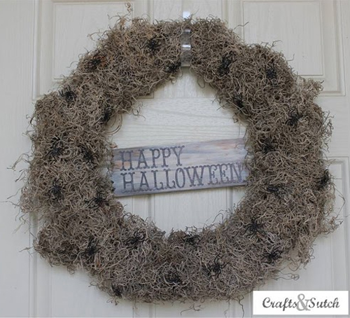 spooky spider wreath (via shelterness)