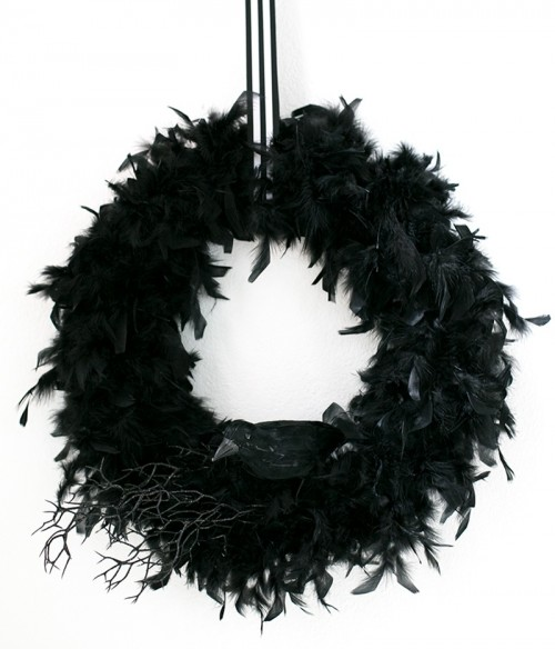 stylish raven wreath (via warmhotchocolate)