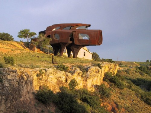 Sculptural House Design Out Of This Planet