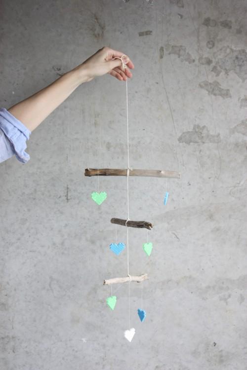 driftwood and bead baby mobile (via morningcreativity)