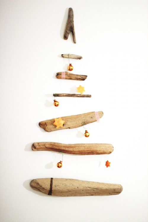 driftwood Christmas mobile (via look-what-i-made)